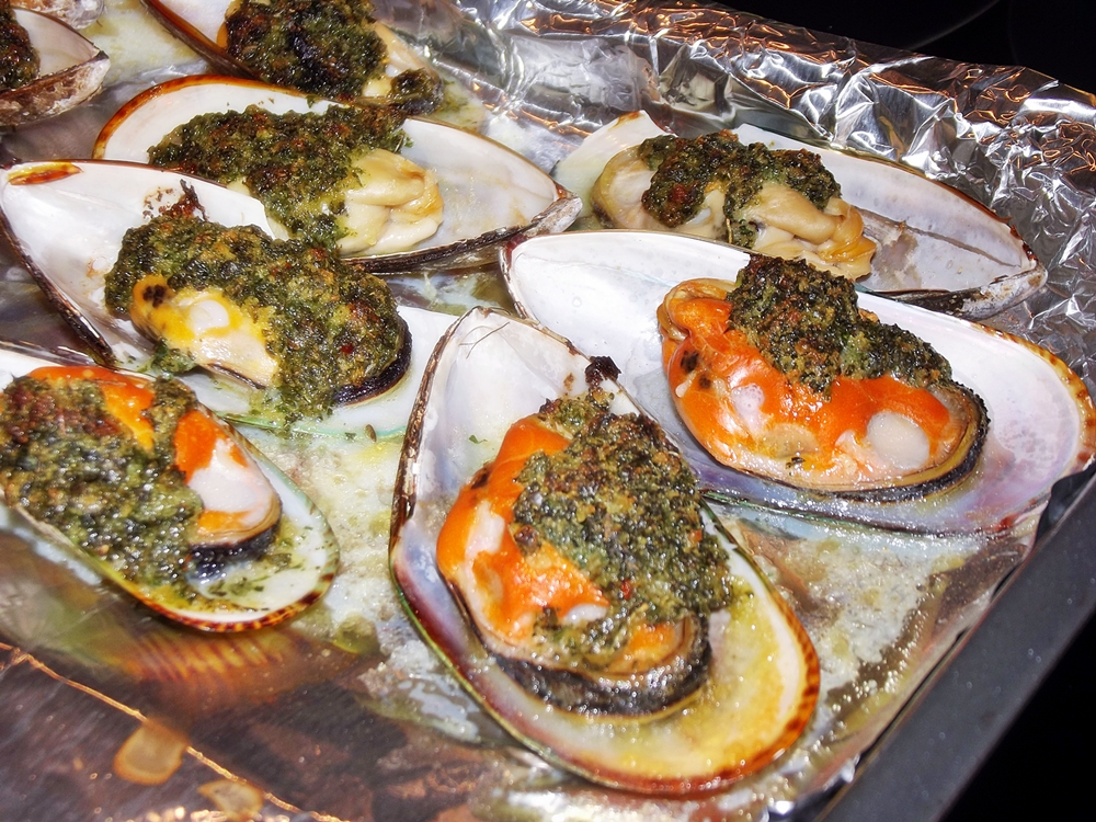 Broiled Mussels Rockefeller   Eat The Roses