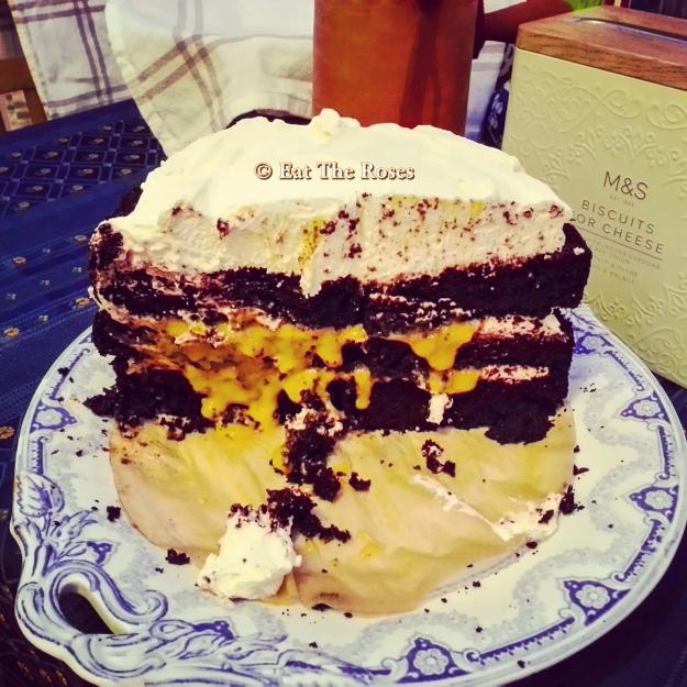 Chocolate and dulce de leche cake ETR